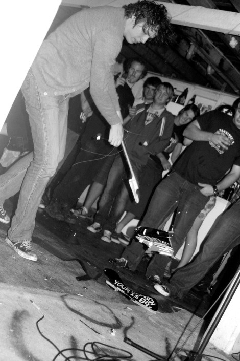 VS_BOB_Party_2006_Unbelievably_Bad_guitar_smash.jpg
